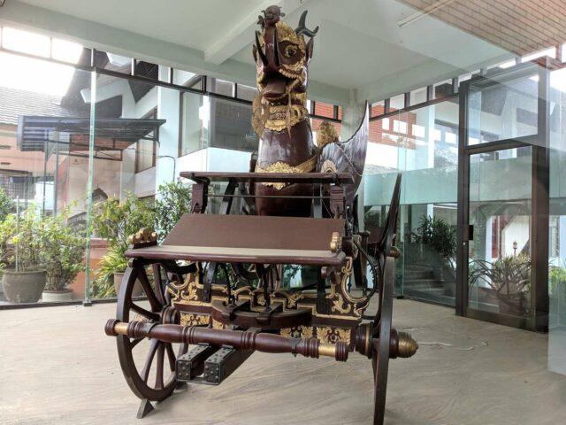 Replika Kereta Kencana Paksi Nagalima