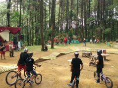 Salah satu arena bagi yang suka bersepeda di Hutan Pinus Sentul Bogor