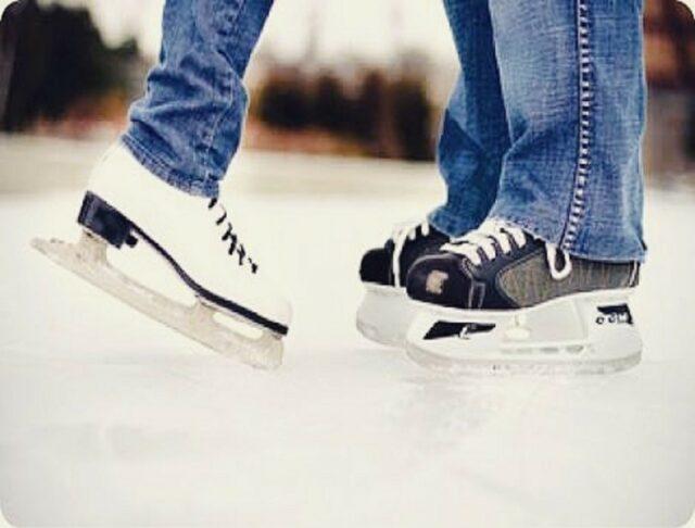 Sepatu ice skating telah disediakan pengelola Ice Skating Gardenice Rink Bandung