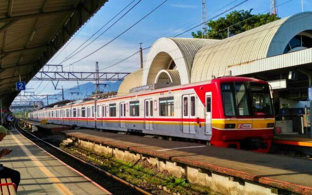 kereta commuter line stasiun cilebut