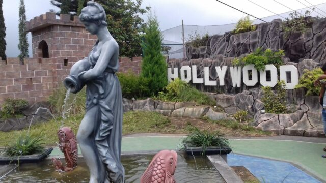 Sudut yang memperlihatkan tulisan Hollywood di Taman Balekambang Tawangmangu