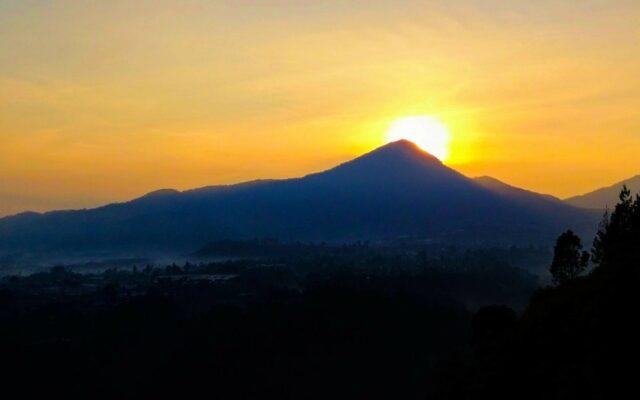Pemandangan sunrise dan sunset