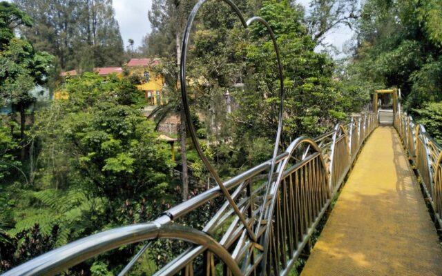 Titi Lumbini merupakan sebuah jembatan gantung yang dijuluki Jembatan Cinta di Pagoda Emas Taman Alam Lumbini Kab. Karo