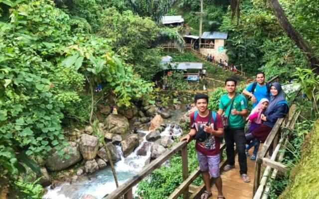 hiking dan trekking menuju air terjun leuwi hejo