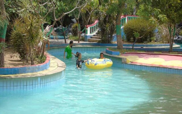Wahana River Pool di Gerbang Mas Bahari Waterpark Tegal