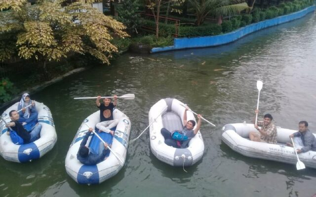Wahana outbond perahu dayung karet