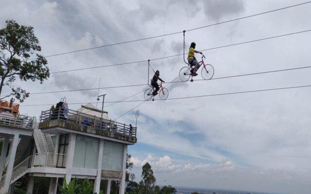 Wahana pemacu adrenalin Sepeda Gantung