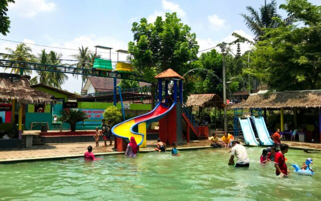 water park mini pemaindian air panas gunung torong