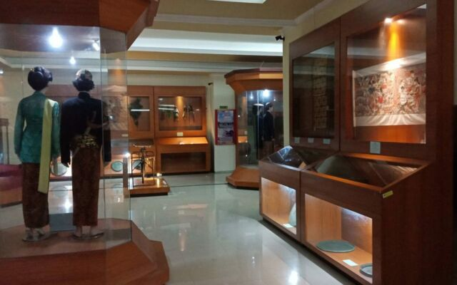 koleksi benda budaya museum ronggowarsito
