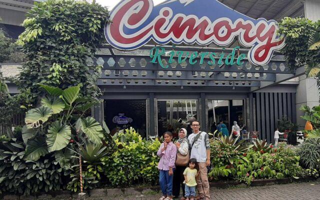 Bagian depan Cimory Riverside Bogor
