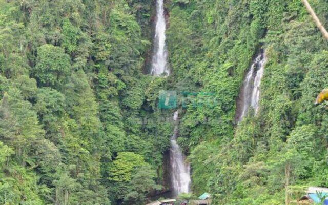 Curug Cigamea Bogor memiliki dua air terjun yang berdampingan, masng-masng dengan ketinggian 30 dan 50 meter