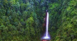 Curug Seribu dengan ketinggian 100 meter merupakan air terjun tertinggi di Bogor