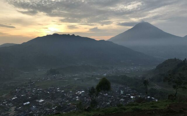 matahari terbit sunrise dari gardu pandang tieng
