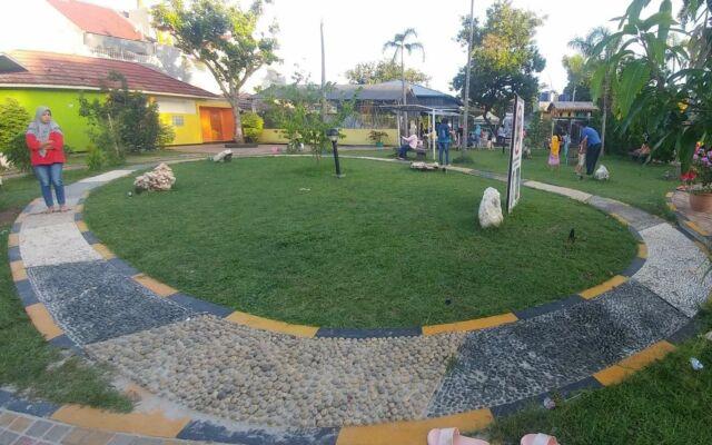 Jalur Batu Refleksi di Taman Pemuda Pratama Depok