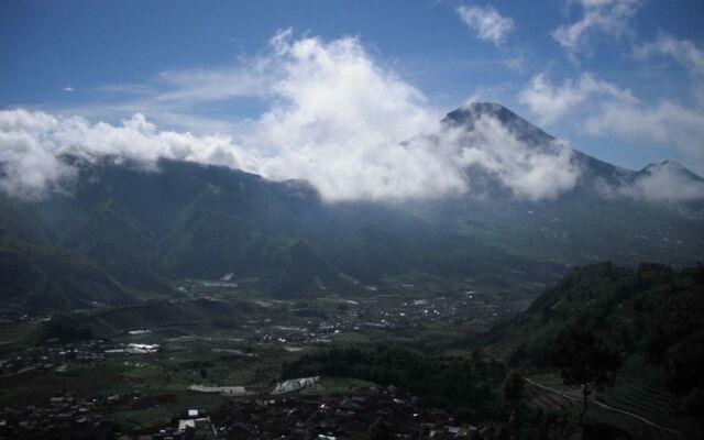 Pemandangan bak negeri di atas awan