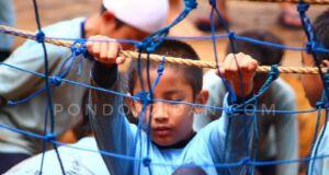 Memanjat tali wahana Spider Web di Pondok Zidane Depok