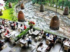 Menikmati aneka sajian hidangan menu Restoran Cimory Riverside Bogor