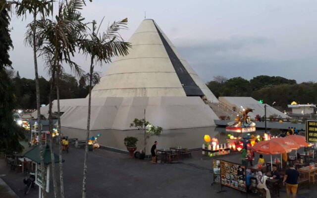 Gedung Museum Jogja Kembali yang unik mengerucut