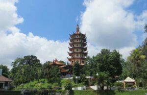 suasana sekitar pagoda Pagoda Avalokitesvara