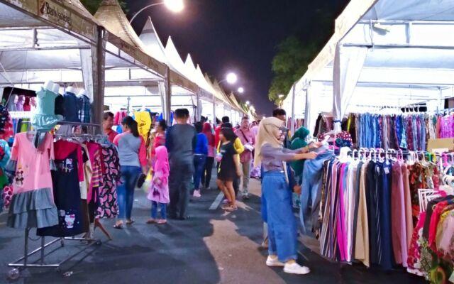 Stand-stand Penjual Pakaian di Ngarsopuro Night Market
