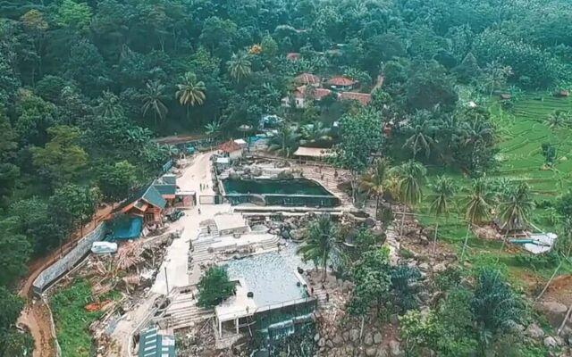 Taman Batu Purwakarta menyuguhkan pemandangan perbukitan, sungai, dan persawahan menghijau