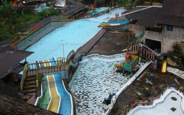 Wahana kolam dan waterpark curug luhur bogor