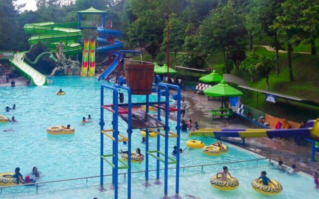 water park di taman kyai langgeng dengan berbagai wahana