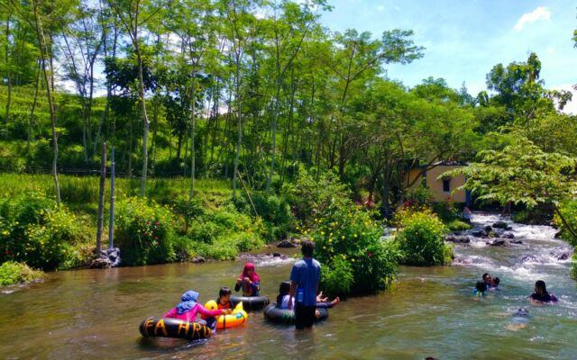 River Tubing di sumber maron