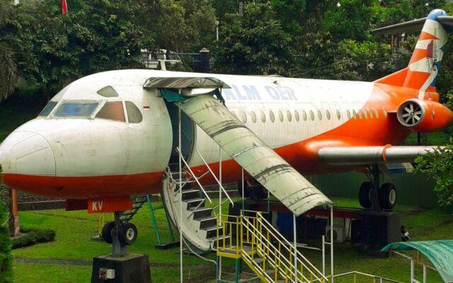 wahana pesawat terbang di taman kyai langgeng