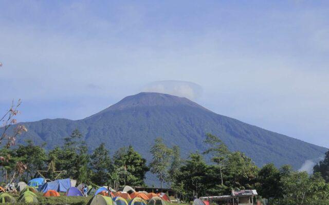 bukit tranggulasih di kaki gunung slamet