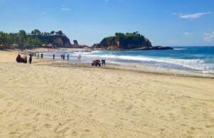 Pantai Klayar dengan pasir putih