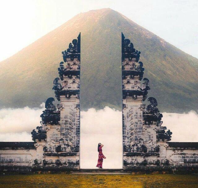 Gate of Heaven merupakan gapura bertinggi 4 meter yang sangat populer sebagai spot foto berlatar panorama Gunung Agung