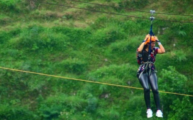 wahana flying fox di Umbul Sidomukti