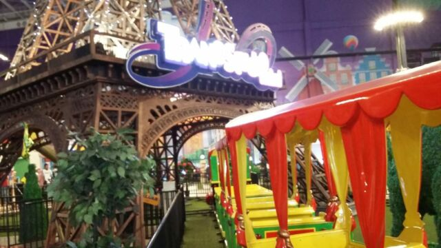 Wahana mini train di trans studio mini Yogyakarta