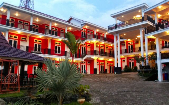 Red Hotel Sarangan berlokasi tidak jauh dari telaga