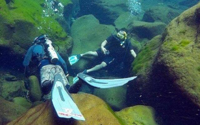 berenang dan menyelam di telaga sunyi