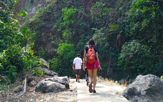 trekking menujun air terjun madakaripura