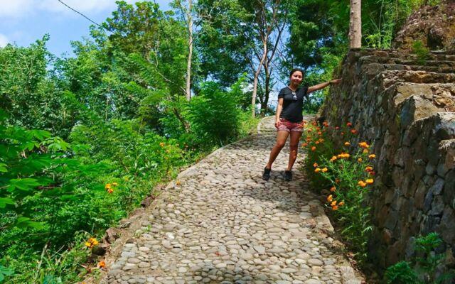 jalur trekking menuju tempat wisata kalibiru yoyakarta