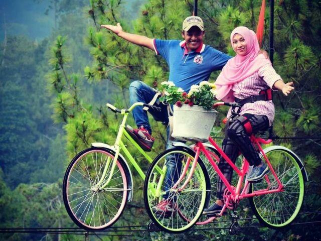 wahana sepeda udara atau sky-bike