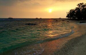 sunset di pantai tanjung lesung banten