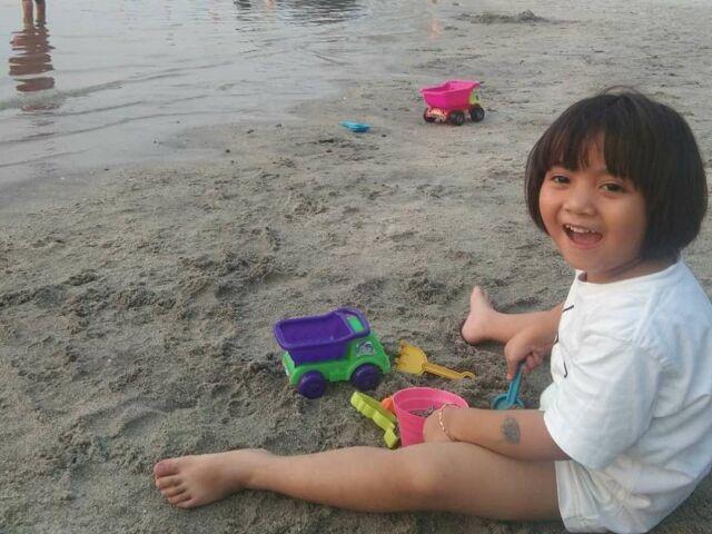 area bermain pasir di tepi pantai