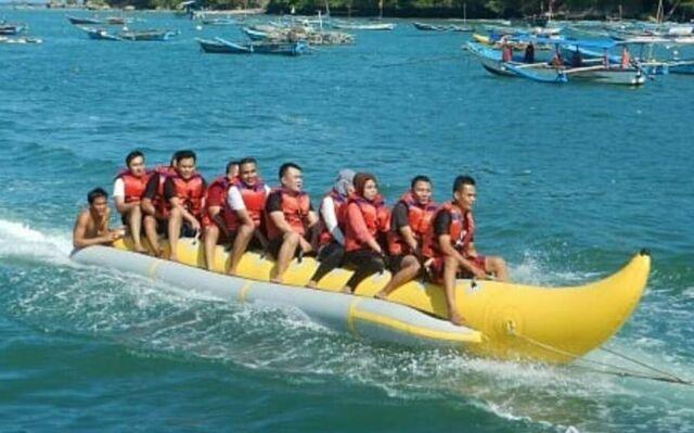 wahana banana boat