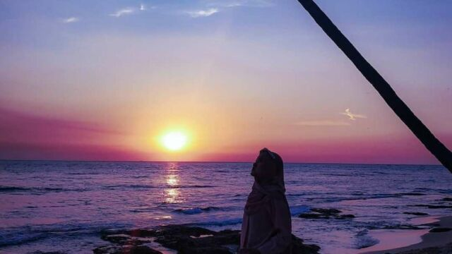 sunset jingga di pantai sambolo