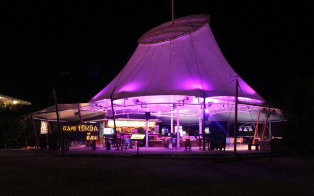 Kafe Tenda Mayangan di BeeJay Bakau Resort