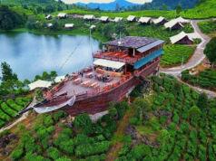 kapal pinisi yang juga restoran di area situ patengan