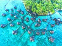 Di pulau Ayer, Pulau Seribu terdapat beberapa cottage terapung dari material kayu dengan nuansa etnik