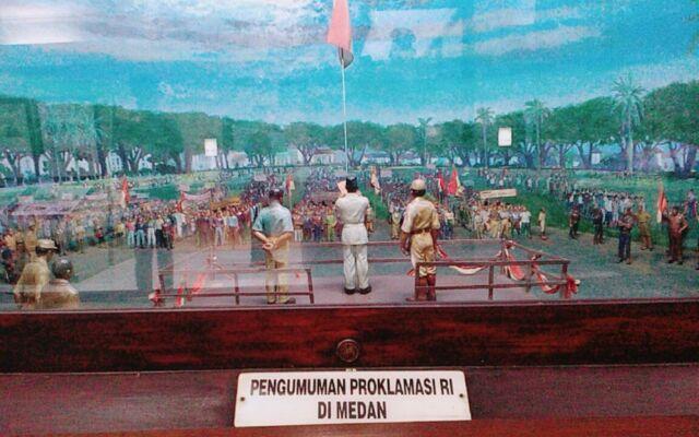 koleksi diorama di museum satria mandala