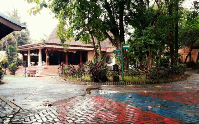 area depan museum layang-layang