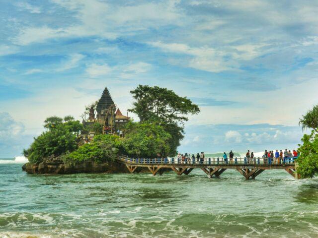 Pulau Ismoyo pantai Balekembang