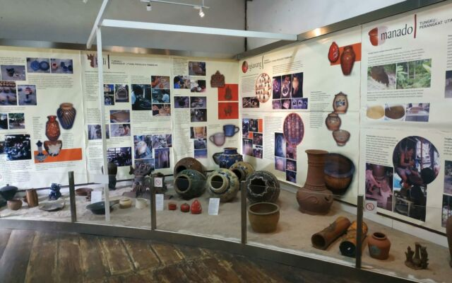 berbagai koleksi keramik musem seni rupa